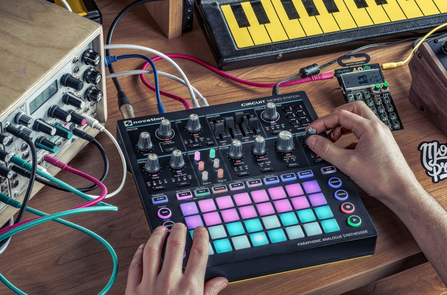 Review: Novation - Circuit Mono Station